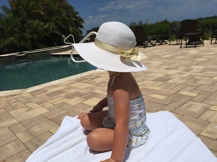 Oto propozycje kostiumów kąpielowych dla dziewczynek. Każda Mała Dama chce wyglądać pięknie podczas pobytu na plaży, czy przy basenie. Co najważniejsze, czuć się wygodnie. Odpowiedni wybór, na pewno sprawi im dużą radość podczas pływania.