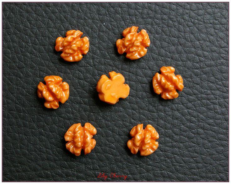 Petite noix miniature résine pour créations gourmandes fimo kawaii x1 wallnut : Pâtes polymères et accessoires par lilycherry