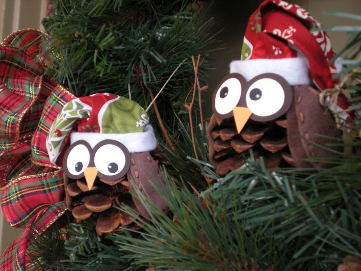 i just might need to steal some pinecones to make these cute owl ornaments :)