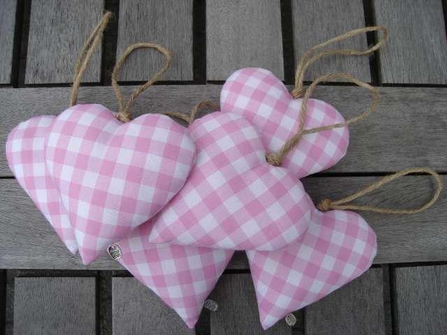 Roze geruite stoffen hartjes