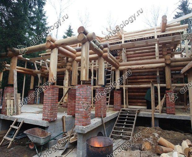 Реконструкция дома из лиственницы 2012 год. Вид на стройку со стороны веранды.