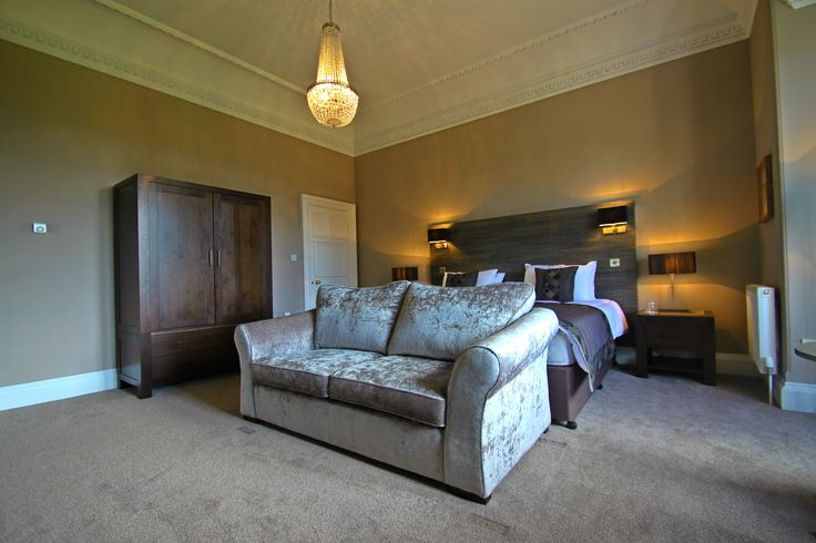 Fraoch Suite at Inglewood House. Luxury suite with King size bed in Alloa near Stirling