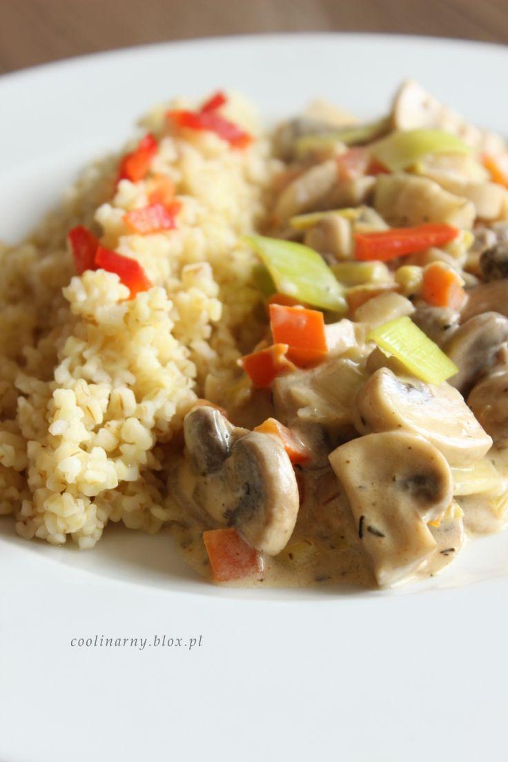 Obiad w 30 minut: Kasza bulgur i sos pieczarkowy