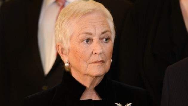 Koningin Paola heeft een nieuw kapsel: kort en zilverwit