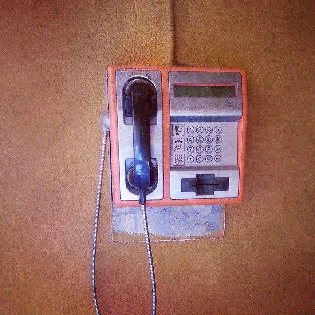 Relicve brașovene: Internet-cafe și telefon public