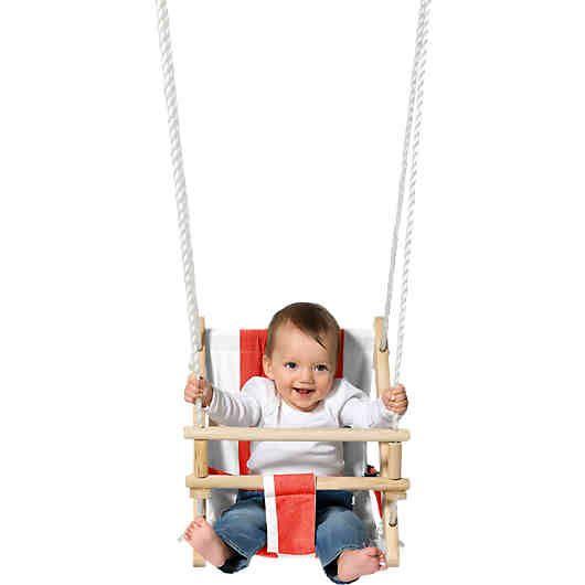 Die Babyschaukel in Rot-Weiß mit einer Kombination aus Stoff und Holz<br /> bietet Kleinkindern Sicherheit und Komfort. Besonders gut ist die leichte Liegeposition, welche zur ergonomischen Rückenentlastung beiträgt, da die Kinder in diesem Alter noch nicht über eine so stark ausgeprägte Rückenmuskulatur verfügen. Die Schaukel hat zusätzlich einen Anschnallgurt, welcher vor dem Herausfallen schützt.<br /> Diese schöne Schaukel ist aus Holz und ein Naturprodukt.<br &#x...
