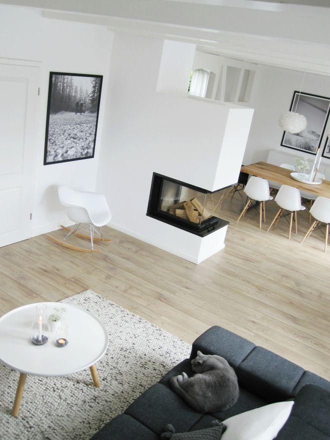 Moderner Wohnraum mit klaren Strukturen und funktionalem Design