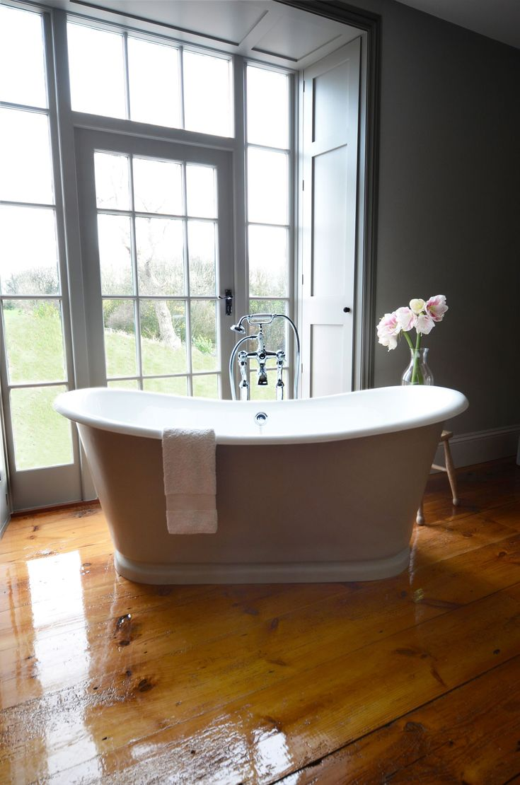Stable Bathrooms La Rochelle Cast Iron Bateau Bath, Painted