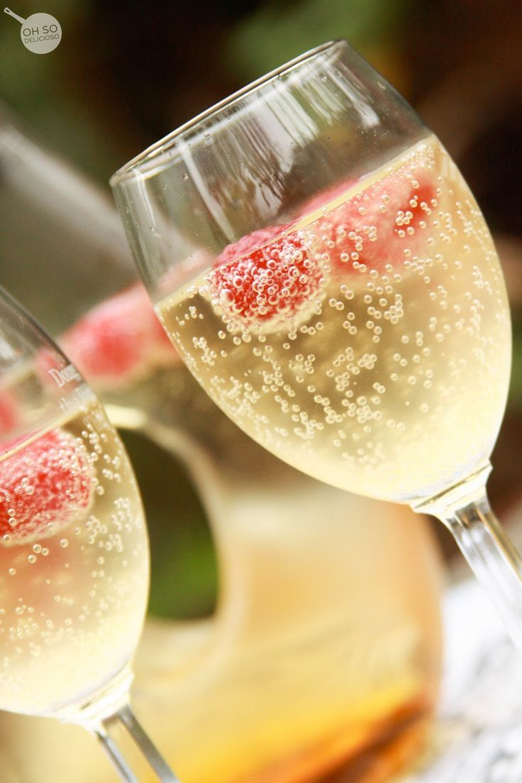 Mock-Champagne {Non-alcoholic} Justchilled ginger ale, thawed white grape juice (from frozen), andraspberries.