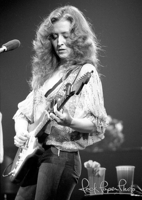 Bonnie Raitt (1949) - American blues singer-songwriter and slide guitar player. Photo New York City, 1979