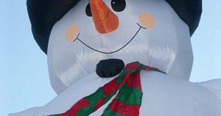 Cómo hacer un hombre loco de tubos inflable. Los hombres locos de tubos inflables son decoraciones infinitamente personalizables, que permiten crear a hombres de tubo con temática festiva como Frosty el muñeco de nieve o incluso hombres con temática deportiva para celebrar a tu equipo favorito. Artículos para tu hombre loco de tubos inflables son fáciles de hacer con una lámina de plástico, ...