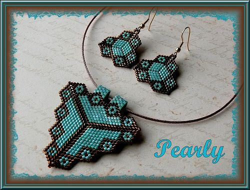 triangle dentelé turquoise by pearly beads, via Flickr