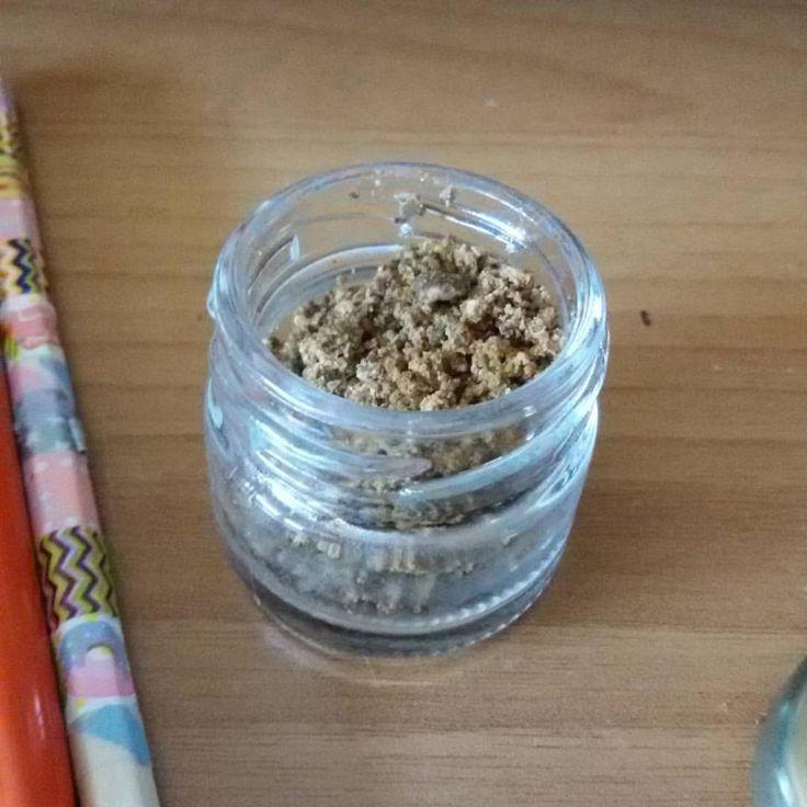 Scrub Corpo ai granuli di Albicocca e olio di Oliva Extravergine Bio, vellutante e rigenerante della pelle. Emulsione delicata e cremosa, rimuove delicatamente impurità e cellule morte.