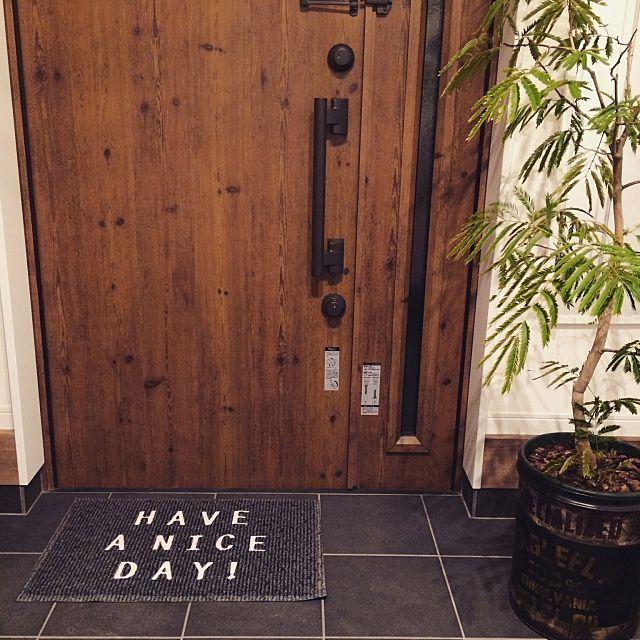 女性で、2LDKのnikoand.../玄関マット/エバーフレッシュ/玄関/入り口についてのインテリア実例を紹介。「良い一日になりそう♡」(この写真は 2015-04-01 22:47:21 に共有されました)