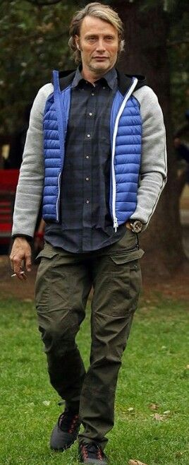 Seriously what is that jacket?? Lol also I know it's his life but if I were his wife I'd slap that cigarette out of his hand. That's just me, cause smoking is gross. Who'd wanna kiss an ashtray?