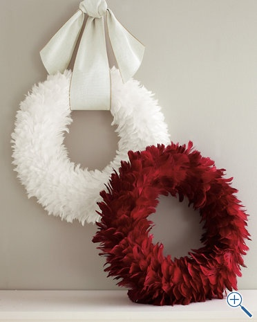 Love these feather wreaths!~~