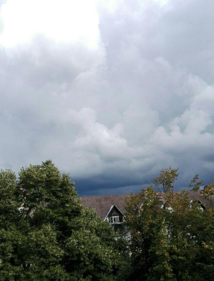 Vihar jön..