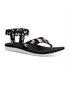 Born on a river as two watchbands and a pair of flip flops, the world's first sport sandal grew up into an icon of freedom and comfort. The Teva Original Sandal sports a floral design on its smooth satin upper and cushions each step with an EVA foodbed. Buy now http://www.outsidesports.co.nz/footwear/womens/casual/TUT1008650/Teva-Original-Sandals---Women's.html#.VqmMSVJnH7w