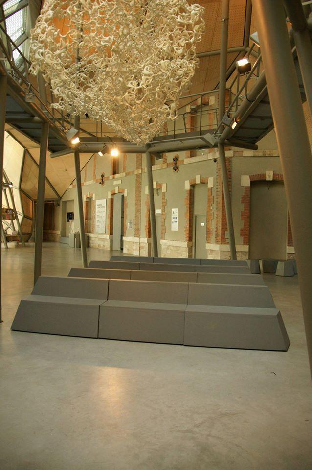 Q&M foam furniture in FRAC Centre Orléans (by JAKOB+MACFARLANE architects) Muebles de foam que se adaptan a cualquier diseño interior, ya que se personaliza la forma, color, tamaño....