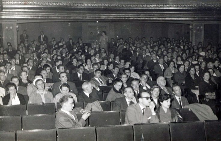 Bilbao, Cine club FAS, assistant public after the screening of the film symposium. In original local, San Vicente cinema, 2 San Vicente street, Abando district. Ca.1960.