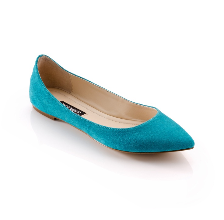 These are too cute :) Pointy toe flats are so in right now!