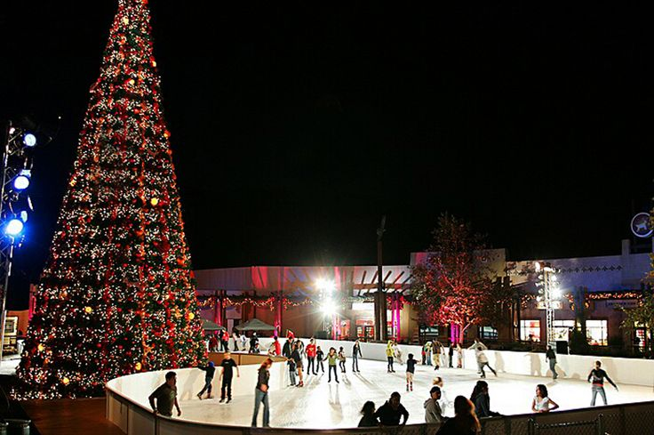 Ice Skating in the Gaslamp District #iceskating #sandiego #holidays #activities