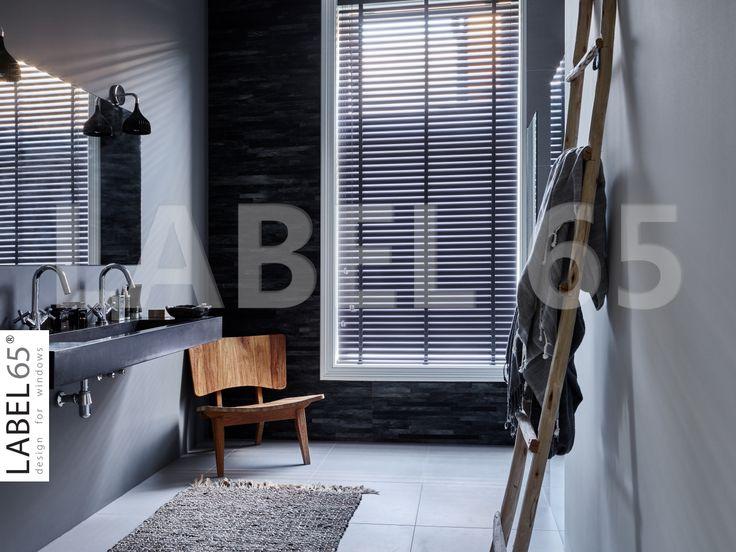 Label 65 Antraciet Jaloezieen in de badkamer!