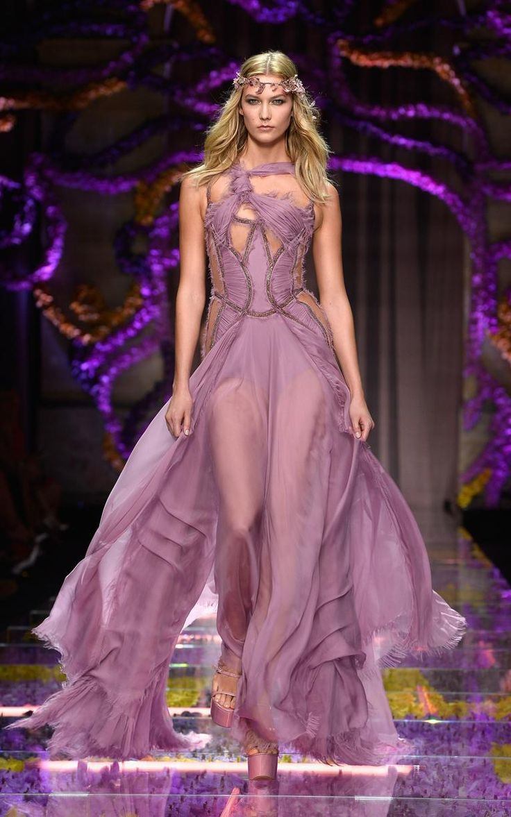 Karlie Kloss at Atelier Versace Haute Couture AW15 show