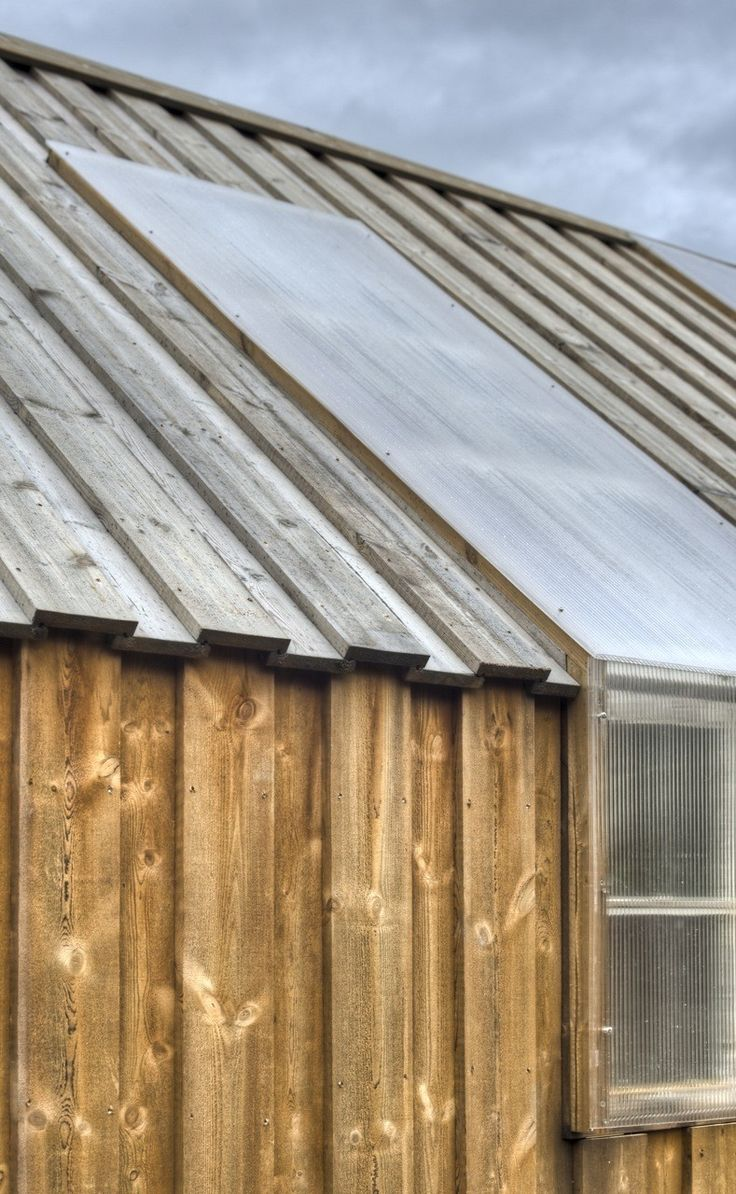 The cladding is made from Norwegian pine, pressure treated using a product based on environmentally friendly biological waste from the production of sugar (Kebony).