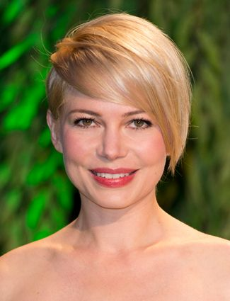 Grow Out the Front The hardest part about growing out a pixie is getting all of the hair even. Michelle Williams made the transition by growing out the front, but keeping the back short. This helps you avoid the dreaded mullet stage.