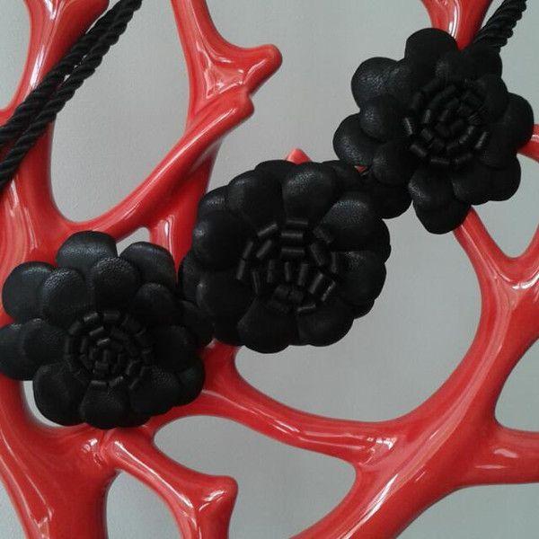 collana in pelle riciclata  di Enza Tinnirello bijoux su DaWanda.com