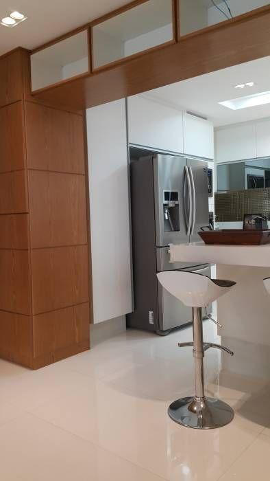 Projeto cozinha integrada ao jantar. Por Lucio Nocito Arquitetura : Cozinhas modernas por Lucio Nocito Arquitetura e Design de Interiores