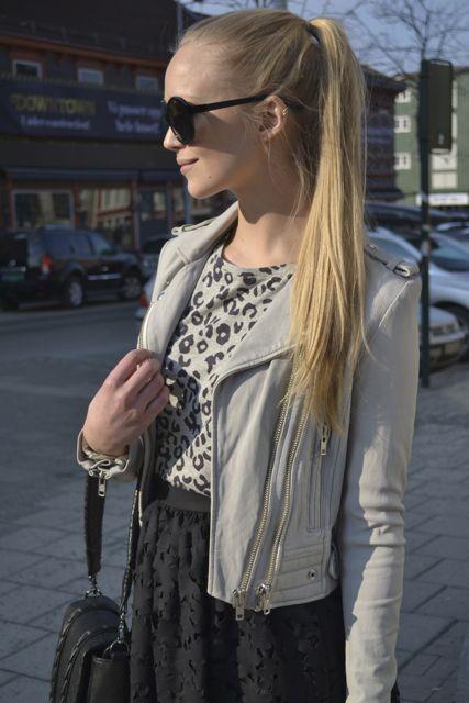 Iro skinnjakke, A.P.C t-shirt, MSGM skjørt, Vlieger&Vandam veske, The Row shades