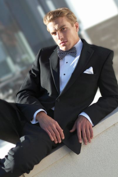 The right suit is a must for presenting yourself as the groom in the best way! Accompany it with a tie and pocket square, and you will represent a truly dapper appearance.  #suit #business #businesssuit #wedding #weddingsuit #tie #pocketsquare #tuxedojunction
