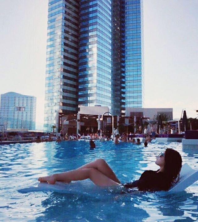김소형 on Instagram:  #Cosmopolitan #hotel #pool #LasVegas #Nevada #US #라스베가스#미국 #여름 #셀스타그램 #얼스타그램 #일상