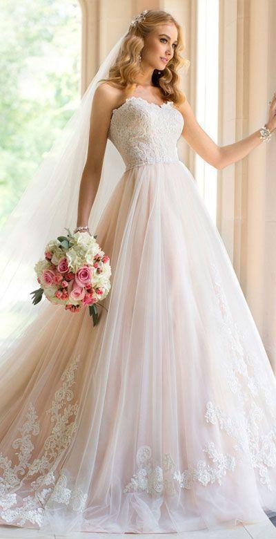 ふわふわチュールとレースのバランスが◎一度は来てみたい淡いピンク×白のドレス♪
