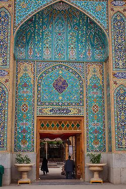 hijos-delsol:  t-a-h-i-t-i:  Yazd, Imamzadeh Jafar, Iran by BeeFortyTwo  Perfection Perfection Perfectionnn (Queued for hijos-delsol)