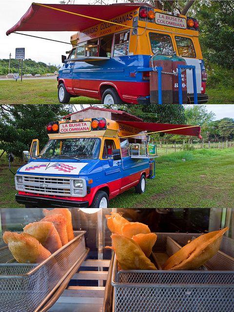 Kiosko localizado en la carretera PR-2 en el municipio de Isabela dedicado a la venta de empanadas colombianas.    Kiosk located in state road PR-2 in the city of Isabela, Puerto Rico. Specialy is colombian food.