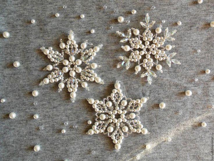 """Купить Снежинки из бисера и бусин """"Снежно белоснежные"""" - белый, снежинка, новогодний подарок, новогодний сувенир"""