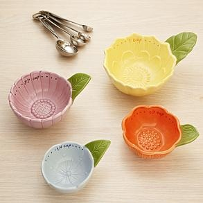 so cute! How about a muffin tin meal served in these?: Kitchens, Mothers Day Idea, Mothers Day Gifts, Red Envelopes, Redenvelop, Travel Accessories, Measuring Cups, Floral Measuring, Flower