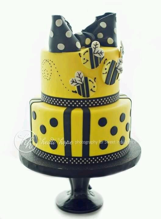 Bumble bee fondant cake