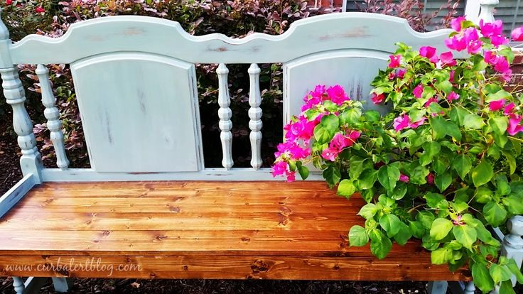 Curb Alert!: Beautiful Blue Headboard Bench http://www.curbalertblog.com/2014/09/beautiful-blue-headboard-bench.html