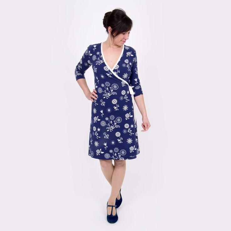 Ein Jersey Wickelkleid zum Binden ganz einfach selber nähen! Schritt für Schritt mit dem Nähvideo lernen. Auch für Anfänger! >>> Mehr Infos