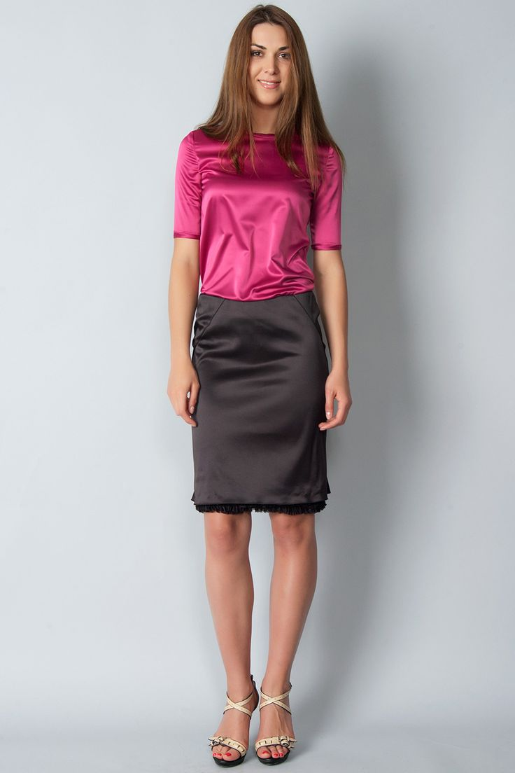 pink satin blouse and black pencil skirt satinblusen