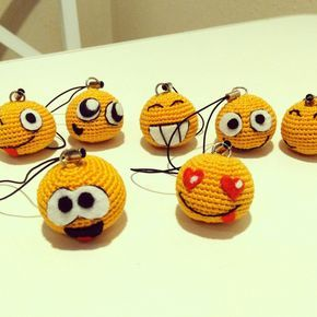 Emoji keychain Crochet smiley charm Emoticons Funny party favors keychains Yellow smiley face pendant Small Gift for friends Soft keychain