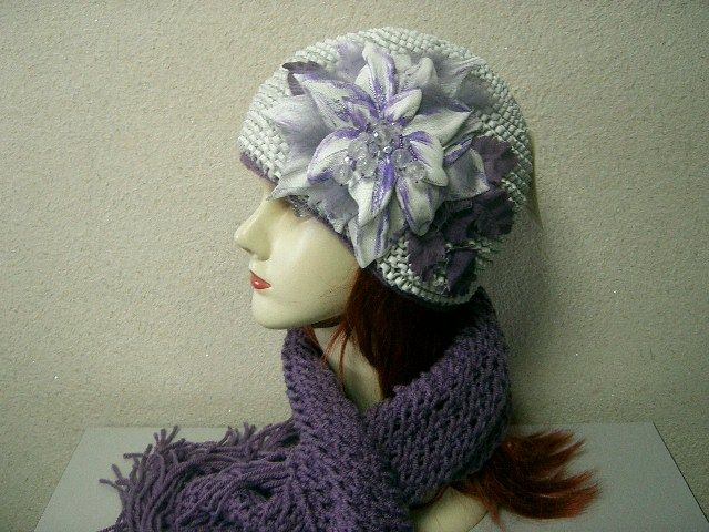 Женская шапочка вязаная из кожи