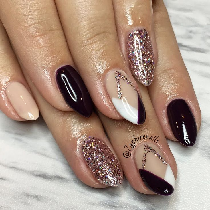 Take glamour to greater heights in this geometric design by Preen.Me VIP Zaphirenails created using her gifted OPI #MyBreakfastAtTiffanys GelColor in Sunrise...Bedtime! Check out this glittery salon-only shade by clicking through.