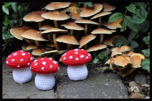 Grietjekarwietje: Crochet Pattern mushroom free, translates well