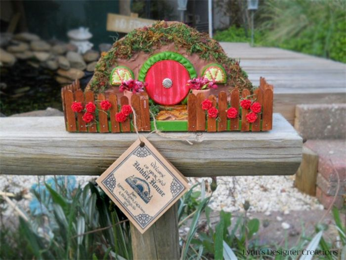 Miniature Hobbit House with Decorative Fence and  Garden - Traditional Christmas
