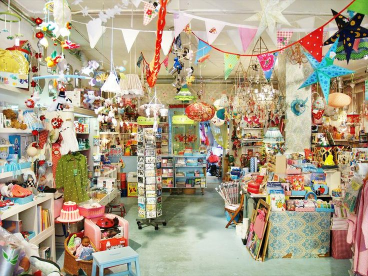 Toy shop 'Kinderfeestwinkel' is fun for visitors of all ages | #Amsterdam